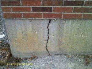 Трещина в фундаменте - разрушение дома