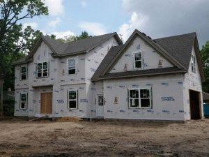 Дом без отделки фасада и фундамента