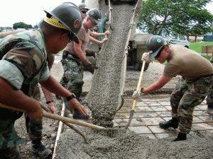 Разравнивание бетонной смеси