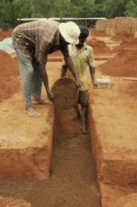 Подсыпание песка под фундамент