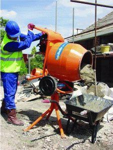 Получение бетона с помощью бетономешалки