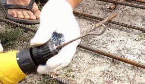 Крюк для вязки арматурного каркаса