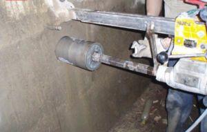 Бурение отверстий в ленточном фундаменте под канализацию