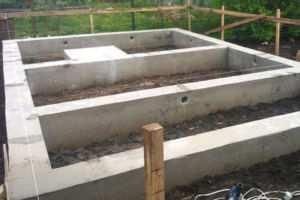 Вид готового основания из блоков для бани