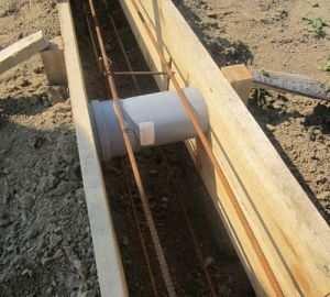 Устройство отдушин до заливки фундамента, применяемый материал - пластмассовая труба для вентиляций