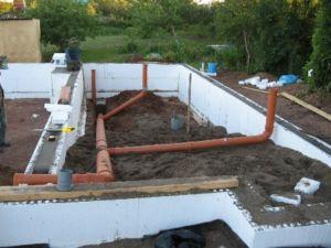 Обустройство канализации в ленточном фундаменте дома