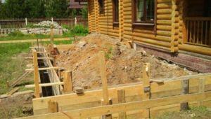 Ленточное основание пристроенного помещения к деревянному дому