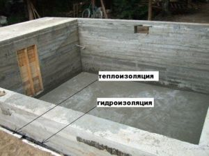 Устройство погреба с монолитным основанием
