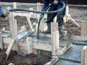 Заливка бетоном буронабивного фундамента