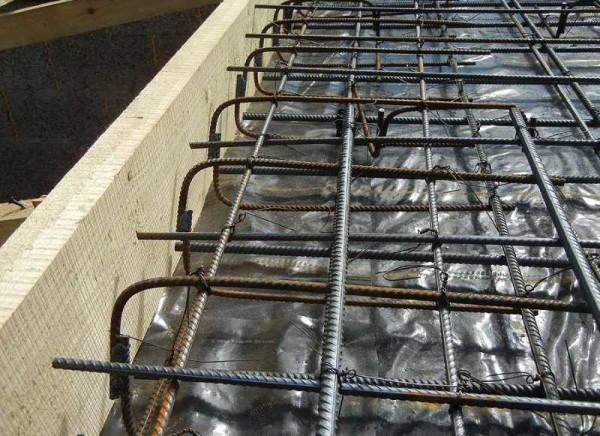 Армирование плиты по краям