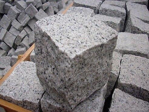 Гранитно рваный камень