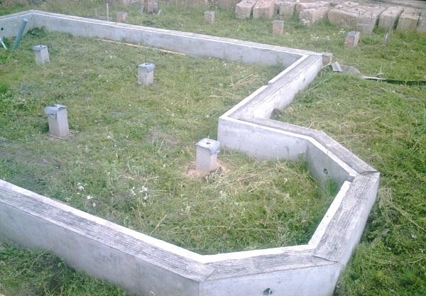 Комбинация столбчатого и ленточного фундаментов