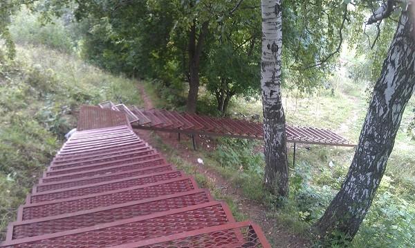 Лестница на винтовых сваях