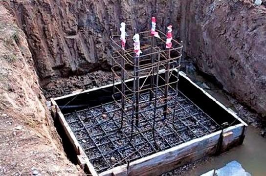Столбчатая плавающая несущая конструкция используется для возведения легких сооружений