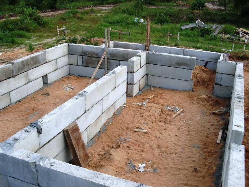 Применяемые размеры бетонных блоков ФБС для обустройства фундаментов
